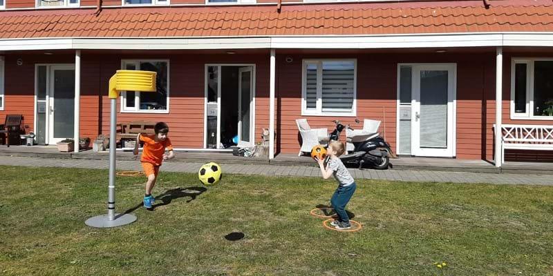 Sportwereld tegen corona: 34 tuinen voorzien van korfbalmateriaal dankzij korfbalvereniging MIA