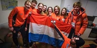 IJshockeyster Kimberly Collard en schaatsster Myrthe de Boer vlaggendragers Talent TeamNL
