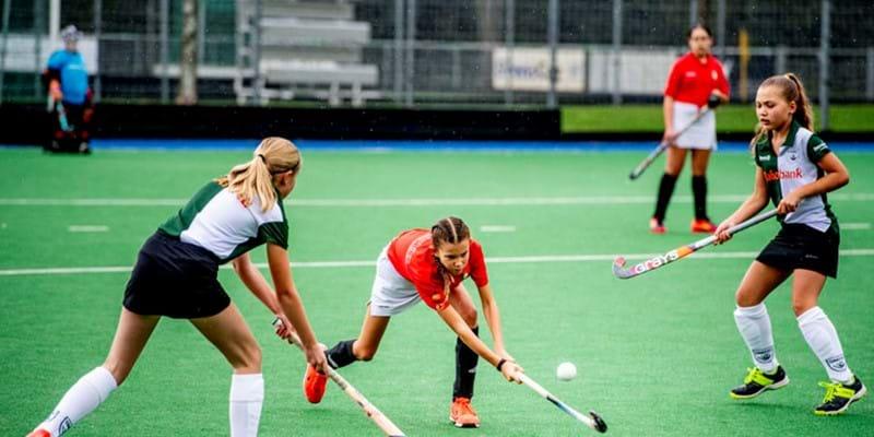 Jongeren sporten en bewegen te weinig en voelen zich ook onvoldoende aangemoedigd