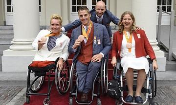 Huldigingen Paralympic TeamNL Tokyo 2020 op ambassade